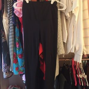 Black Yogalicious Cropped Leggings.